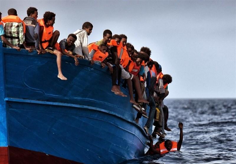صدها آواره نجات یافته با کشتی وارد ایتالیا شدند