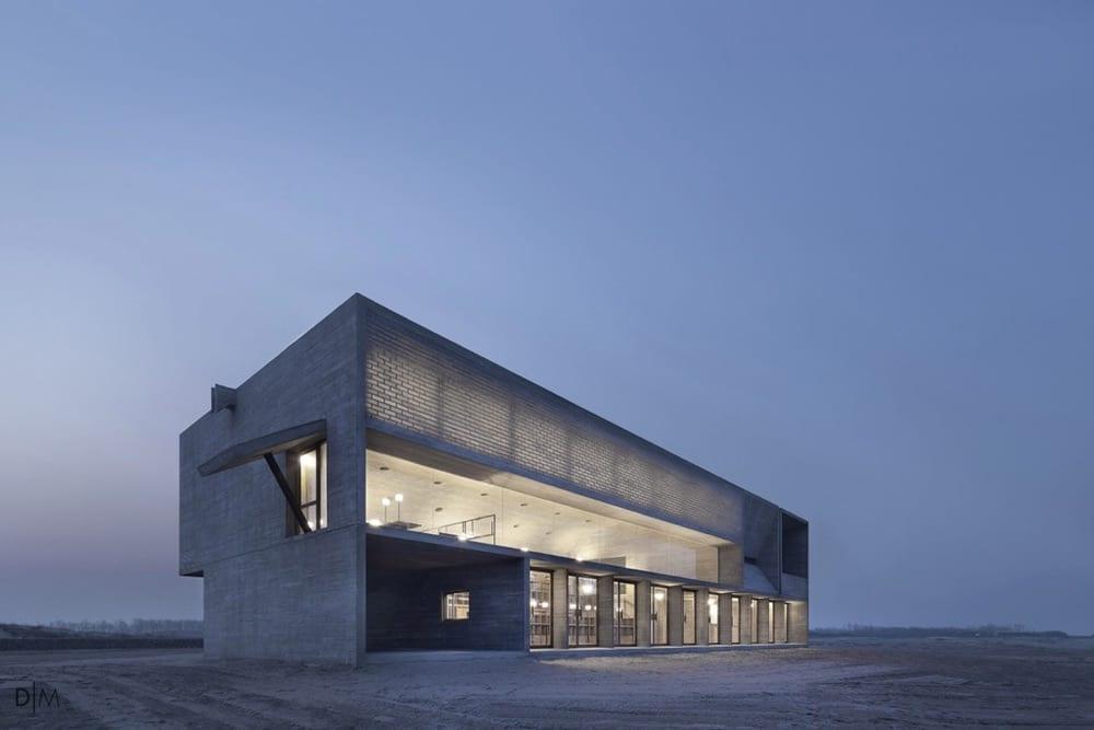 کتابخانه ای در ساحل از گروه Vector