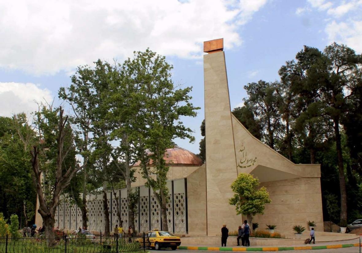 معماری مساجد و معماری مدرن در شیراز