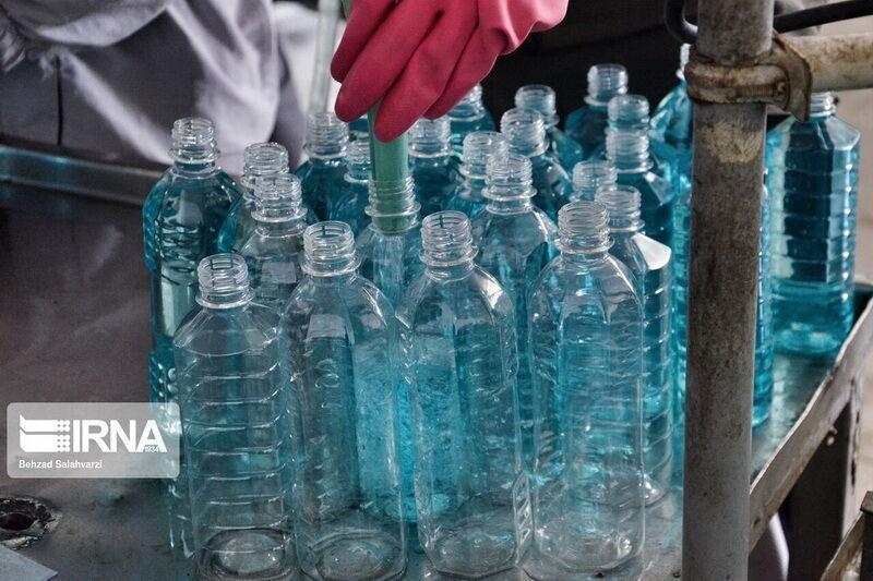 خبرنگاران کشف کارگاه فراوری غیرمجاز الکل و مواد ضد عفونی در شهر ایلخچی