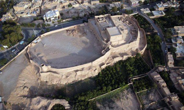 بازسازی و حفاظت از کهن ترین اثر معماری و بنای خشتی یزد ادامه دارد، 5.5 میلیارد ریال اعتبار برای بازسازی نارین قلعه تخصیص یافت