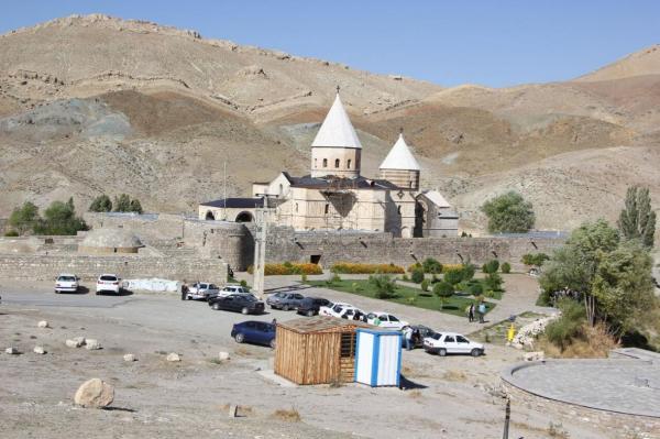 خبرنگاران ثبت جهانی آیین زیارتی قره کلیسا سند احترام ایران به ادیان الهی است