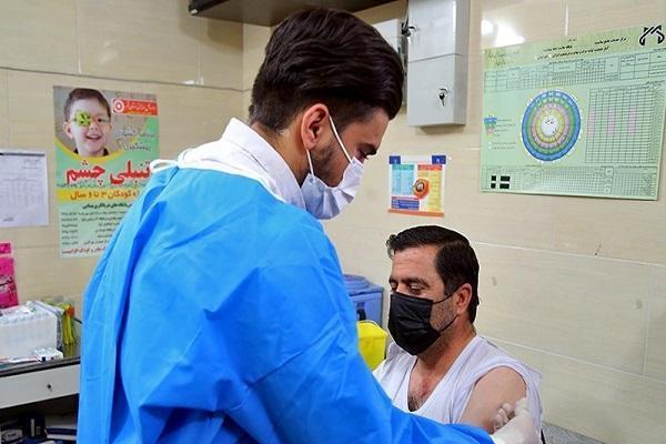 استفاده از سهمیه واکسن پاکبانان این بار در علی آباد کتول ، تزریق واکسن به پیمانکار، یک مدیر و 2 کارمند شهرداری