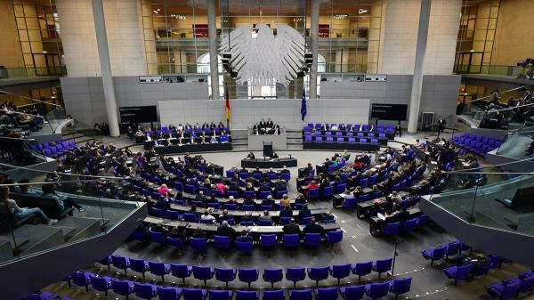 عایدی نمایندگان مجلس آلمان چقدر است؟