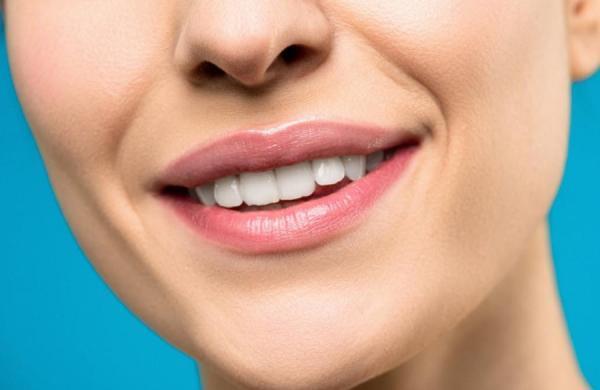 7 روش ساده برای داشتن دندان هایی سفید و زیبا